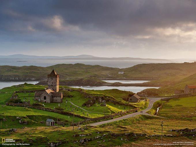 入り江を望む教会(英国スコットランド)