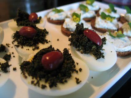 Brennnesselkaviar mit marinierter Kornelkirsche. Tolle Kombi! Genuss den man noch nicht kaufen kann ;) Birgit Brinkmann – Google+