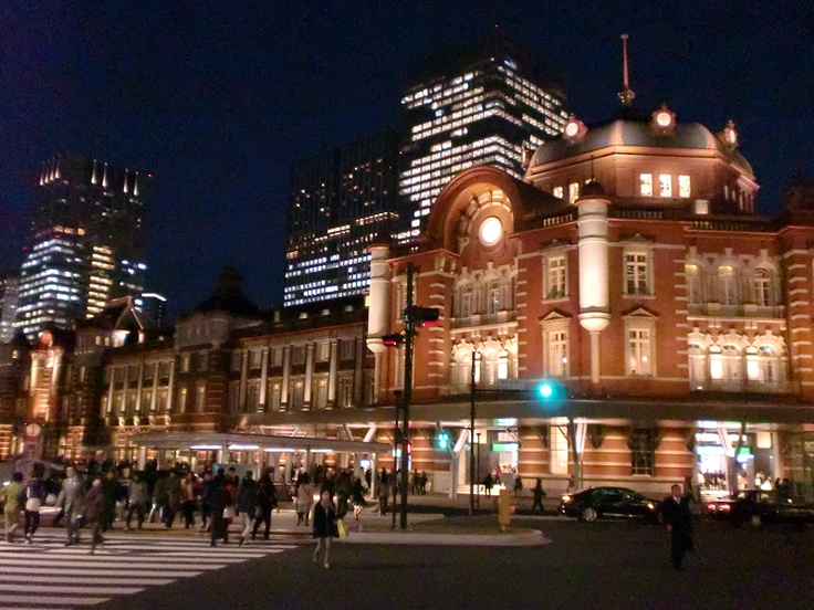 Now, Tokyo station has been renewed completely. And it looks so nice at night.