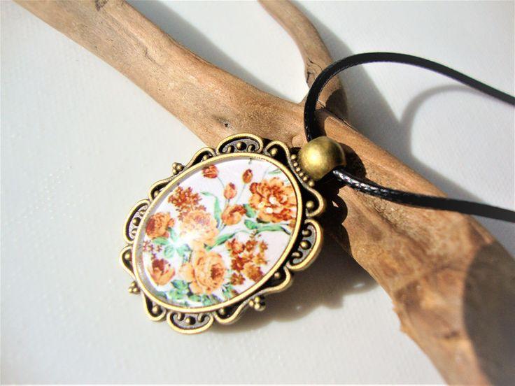 Naszyjnik z piękną grafiką kwiatów  - MargotArt - Naszyjniki krótkie