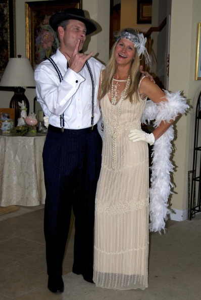How to dress for a Great Gatsby/ Roaring 20's themed party - (also great Halloween costume) www.thehouseofhendrix.com