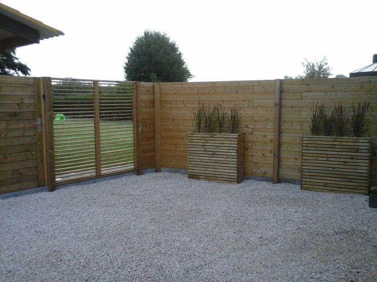 Houten afscheiding, fence, hillhout, gras