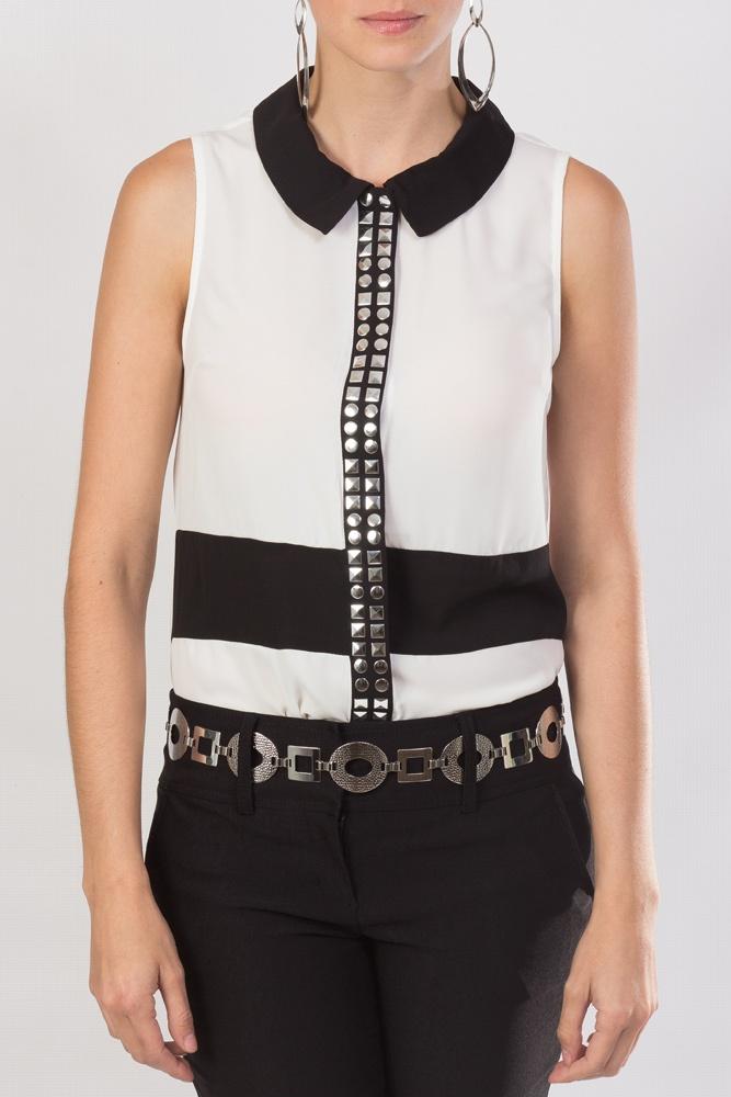 La elegante combinación blanco y negro que nunca pasará de moda y en KAMI te presentamos este diseño de blusa sin mangas con cuello redondo, sin mangas y con detalles plateados al frente.
