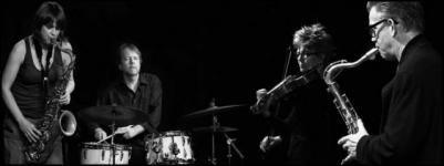Az A38 Hajó kísérletező dzsessz és egyéb experimentális zenéket bemutató sorozatának újabb állomásán három duó lép fel, ebből kettő együtt ad ki egy kvartettet. Az európai-amerikai világválogatott, a Perch Hen Brock & Rain a New York-i avantgárd emocionális free jazzét ötvözi az európai kortárs zenével.