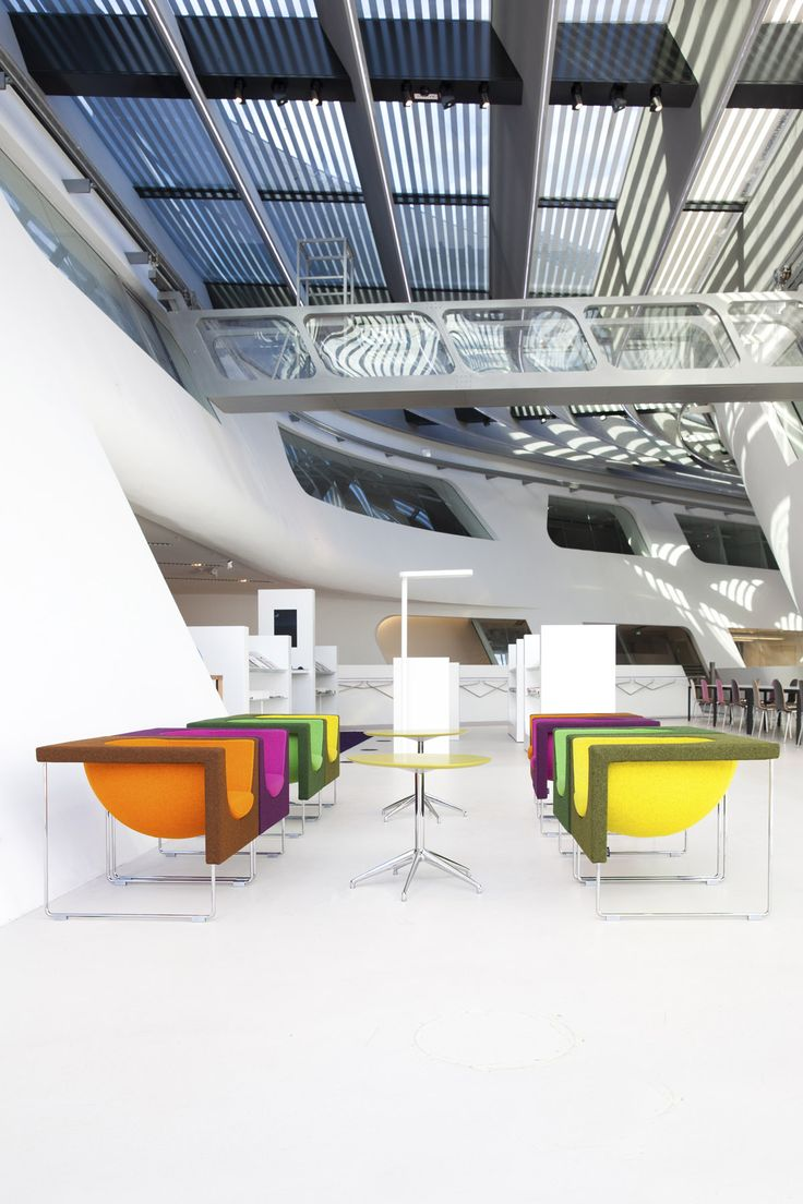 When it comes to open spaces architect Zaha Hadid knows how to make an impression. This is Wien University campus with STUA Nube armchairs and Marea tables. NUBE: www.stua.com/eng/coleccion/nube.html