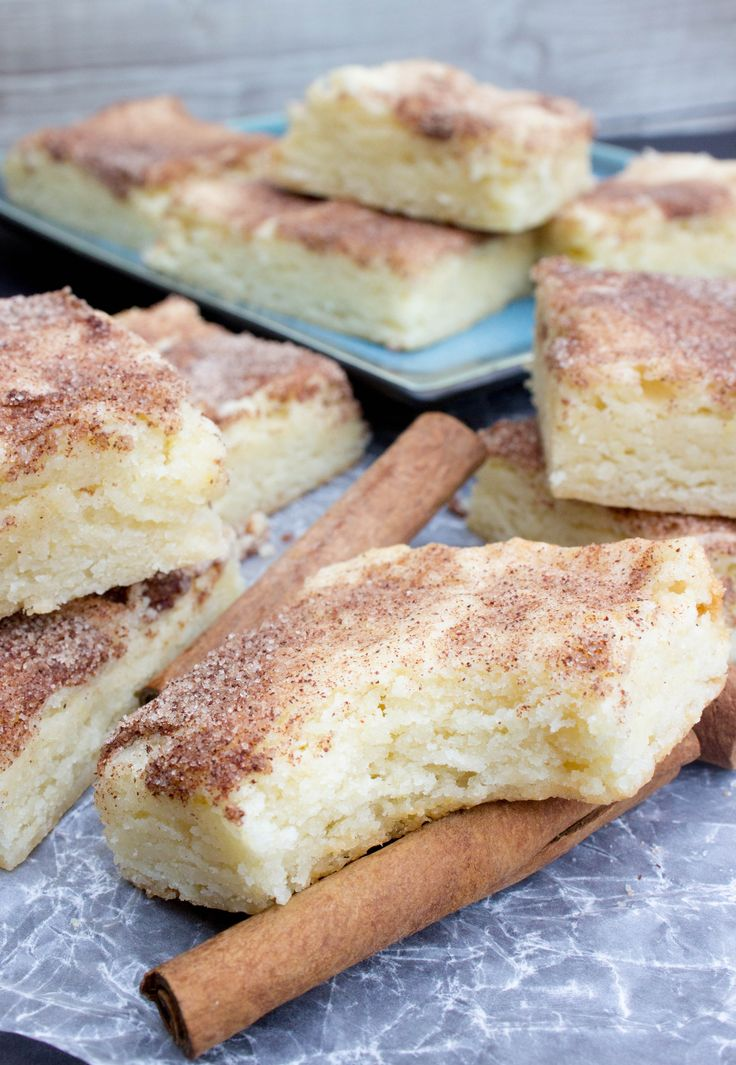 Snickerdoodle Blondie Bars, so buttery and soft -- SugarSpunRun