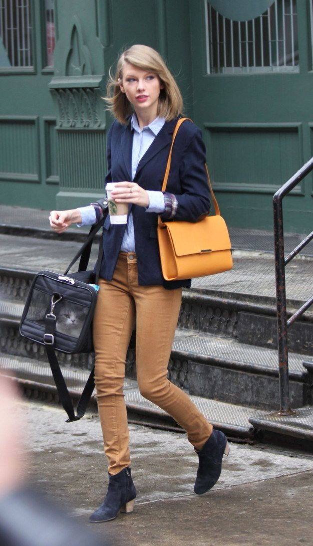 So much strutting/cat carrying/coffee cup holding skill.   Is There Anyone Who Struts As Well As Taylor Swift?