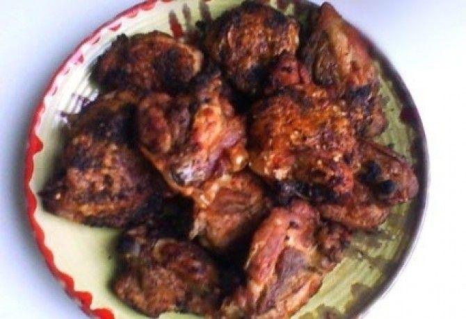 Mézes-boros csirkesült recept képpel. Hozzávalók és az elkészítés részletes leírása. A mézes-boros csirkesült elkészítési ideje: 60 perc
