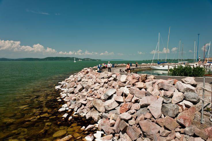 Harbour/Kikötő Harbour/Kikötő ______________________________ Balatonföldvár; Magyarország; utazás; Földvár; Balaton; kikötő; város; nyár; tavasz; ősz; tél; séta; víz; Somogy; tó; nyaralás ______________________________ harbour; port; city; water; lake; hungary; travel; village; countrey; holiday