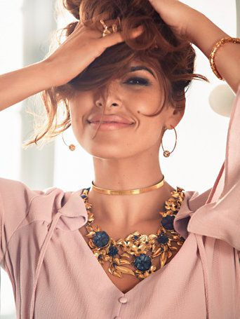 Beautifully in bloom: a ornate rosette motif enhances Eva's polished goldtone necklace - a striking (and stunning) finishing touch! From the exclusive Eva Mendes Collection.