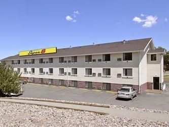 Rapid City (SD) Super 8 Motel Rapid City Rushmore Rd. United States, North America The 1-star Super 8 Motel Rapid City Rushmore Rd. offers comfort and convenience whether you're on business or holiday in Rapid City (SD). The hotel offers guests a range of services and amenities designed to provide comfort and convenience. To be found at the hotel are facilities for disabled guests, car park, business center, laundry service, concierge. Each guestroom is elegantly furnished and...