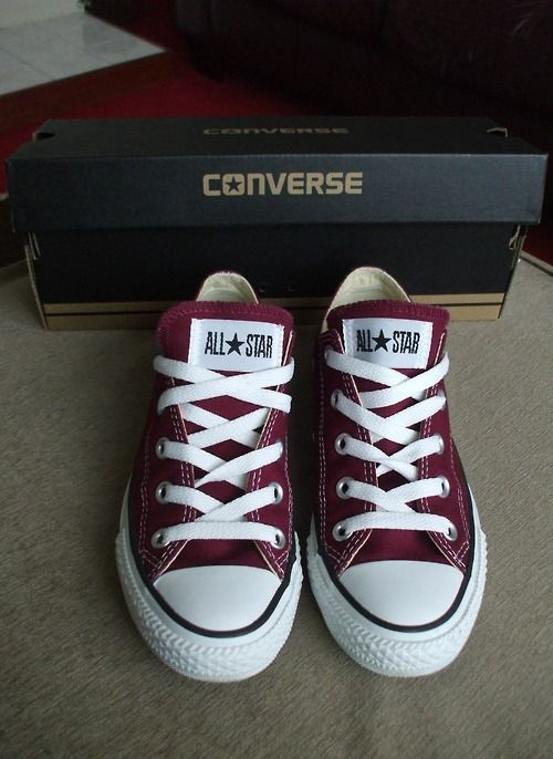 Converse low tops in maroon/garnet