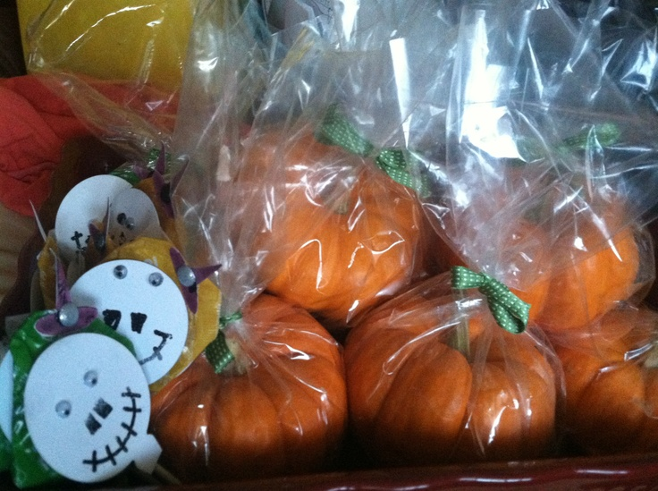 Pumpkin favors for the boys Halloween party!