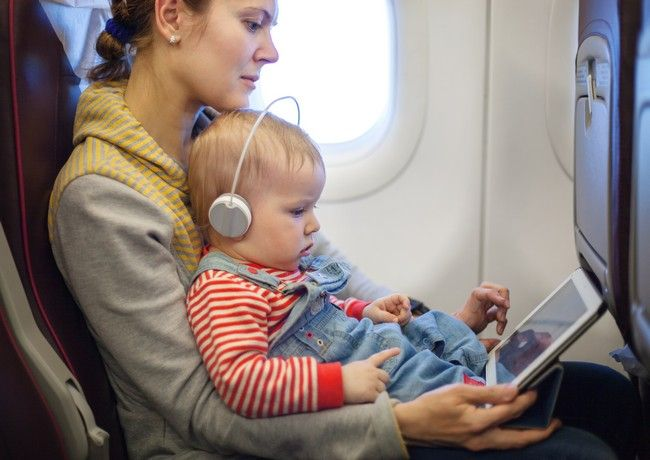 Zborul cu avionul impreuna cu bebe - cele mai frecvente intrebari