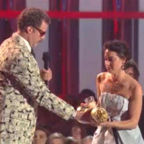 Blog: Aubrey Plaza invade palco do MTV Movie Awards com copo na mão para roubar prêmio de Will Ferrell: http://rollingstone.com.br/blog/aubrey-plaza-invade-palco-do-mtv-movie-awards-com-copo-na-mao-para-roubar-premio-de-will-ferrell/