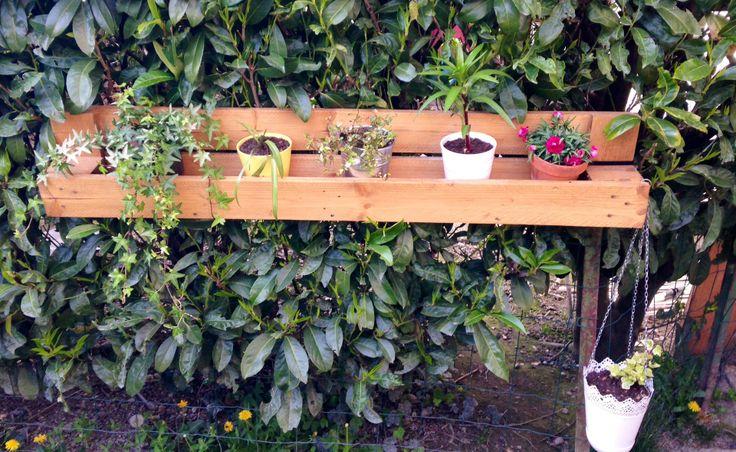 Jardinière / Etagère suspendue en bois de palette : Meubles et rangements par my-little-worshop