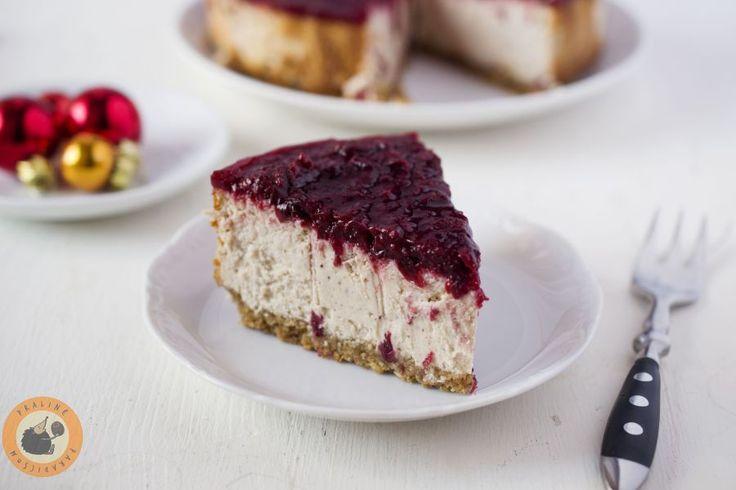 A klasszikus New York cheesecake felturbózott változata: a kekszes alap mandulával és amaretti keksszel készül, a sajtkrémes rétegbe ...