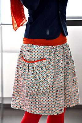 tutorial:  http://emmaenmona.blogspot.com/2011/11/rimpels-voor-mamas.html.  Can use the yoga skirt pattern I have and add the fantastic pockets