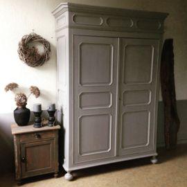 woonwinkelvantoen#antique #antiek #kast #cabinet #Frans #France #grijs #grey #sober #stoer #rustiek #hoffz #interior