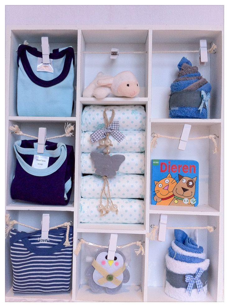Letterbak gevuld met babyartikelen. Kraamfeest en op zoek naar een uniek Cadeau? Kraamkado Jongetje/Zoon. Baby Shower Gift Boy. Info: https://joleenskraamcadeaus.wix.com/kraamcadeau#!product/prd1/1772882985/gevude-letterbak