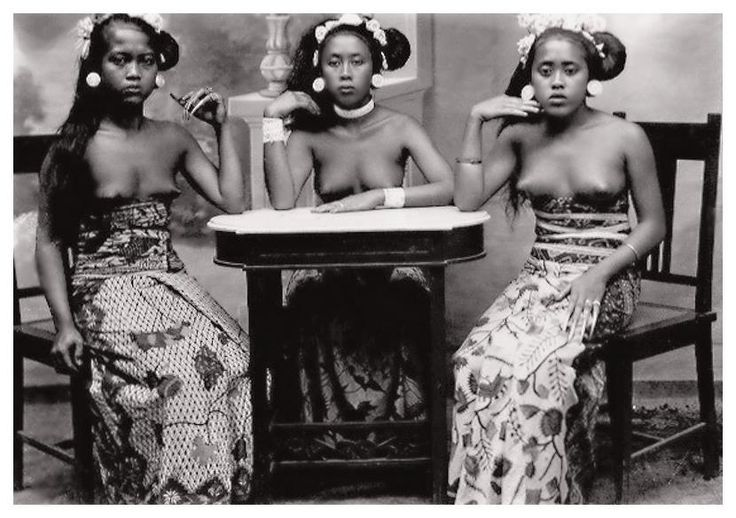 Three Balinese girls, ca. 1900, photographer unknown