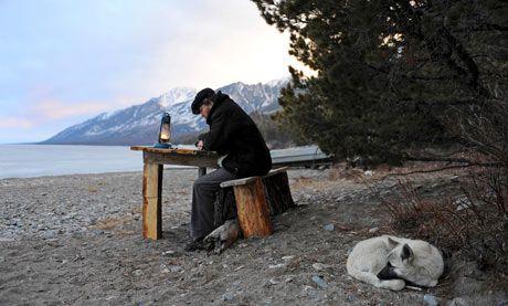 Vivre au bord d'un lac Sylvain Tesson Dans les forêts de Sibérie