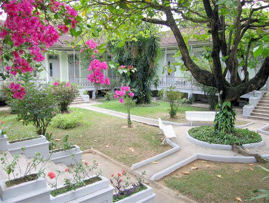 Hospital Casa Evangélico PATIO INTERNO  Sua fundação deu-se no dia 11 de Outubro de 1887 em um contexto de restrições à liberdade religiosa no Brasil.