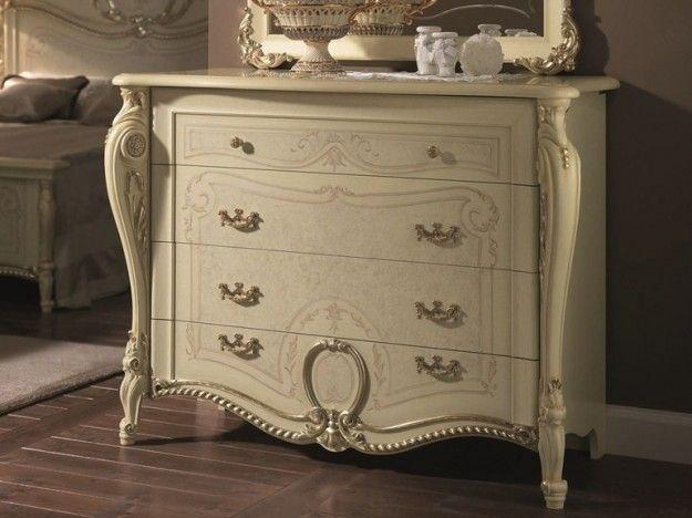 Comò in stile liberty - Comò caratterizzato da originali decori per arredare la camera da letto in stile liberty