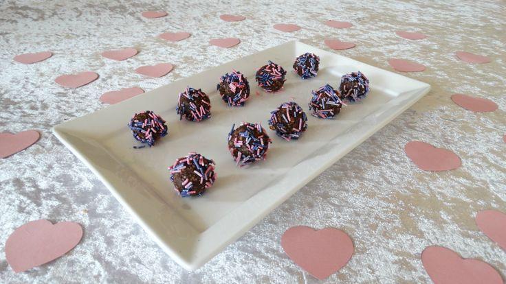Valentine Treats with sprinkels. Recipe: 125 g Porridge  100 g Butter  100 g sugar  20 g cocoa / chocolate