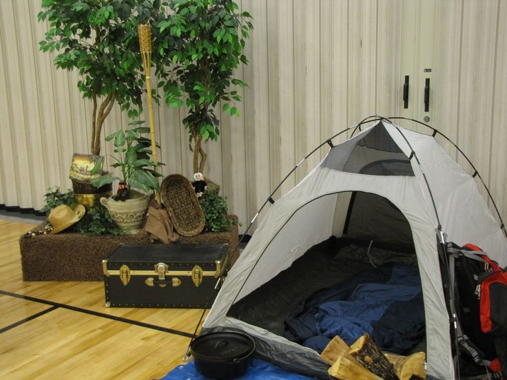 camping corner for blue and gold family photo op. Do this ...