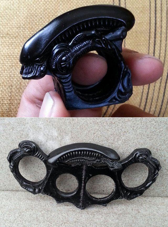Alien Xenomorph Folding Brass Knuckle Ring — GeekTyrant