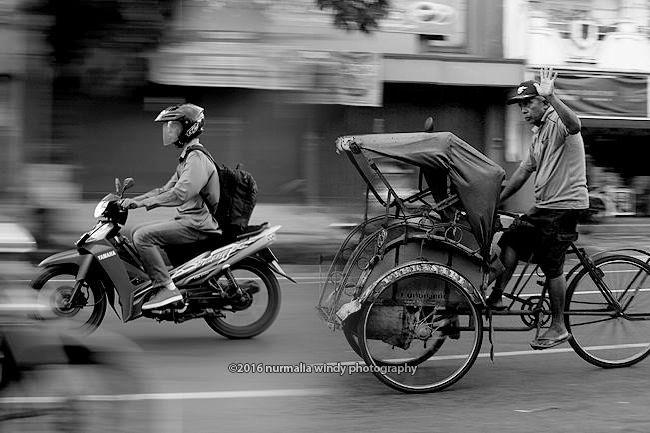 Nurmalia Windy - Fotografer Purwokerto | Windygraphy | Fotografer Wedding | Fotografer Prewedding: BW Street Panning Photography Human Interest - Nur...