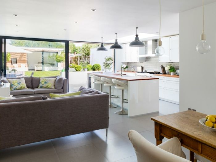 Simple Es spielt eine gro e Rolle dass die offene K che zusammen mit dem Ess oder mit dem Wohnzimmer ein Ganzes bildet In beiden F llen sollte man Acht auf zwei