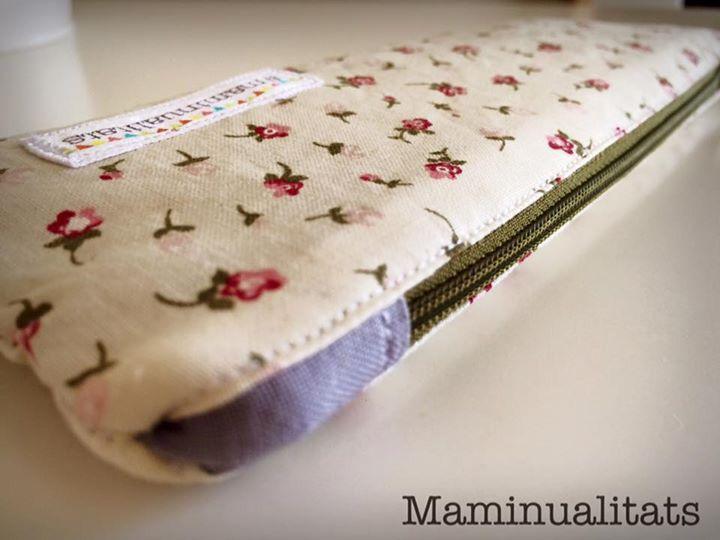Pencil case or toilet bag in patchwork fabric with zipper #estoig  #maminualitats #madewithlove #handmade #fetama  #hechoamano  #conjunttotebag #pencilcase #patchwork #toiletbag #beautycase #toiletcase #pencilbag #case