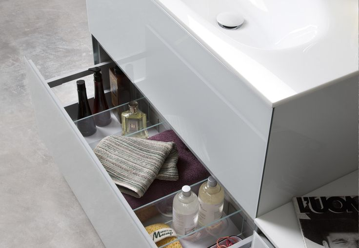 Large space for stylish bath vanity by Artelinea / Domino44 Collection
