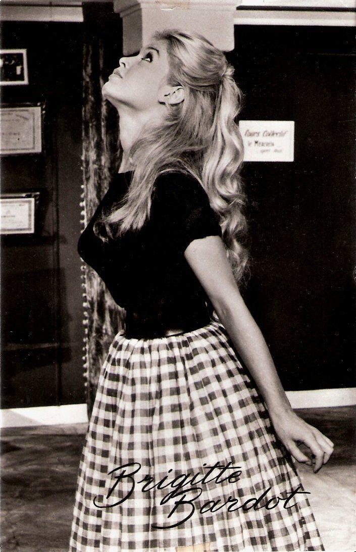 Comment ne pas penser à Brigitte Bardot, qui a lancé la mode du vichy...   http://www.hespring.com/fr/collections-femmes/679-laora-noir.html