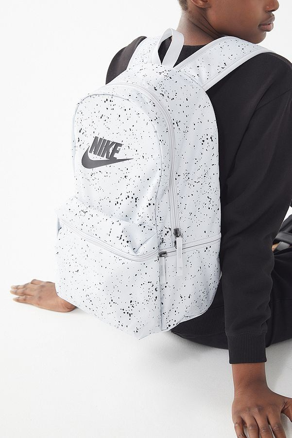d1dc69ef3590a Slide View  2  Nike Sportswear Heritage Backpack