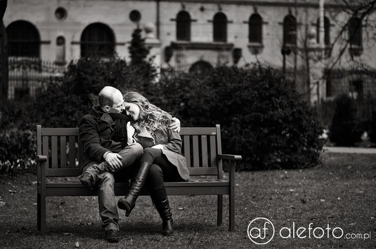 czarno-białe zdjęcia narzeczeńskie