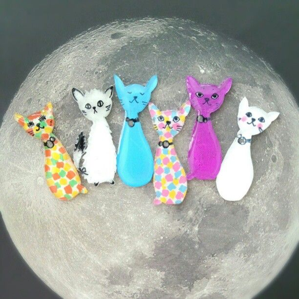 shrink plastic cat brooches https://instagr-am.appspot.com/p/379325503387957212_202563036/