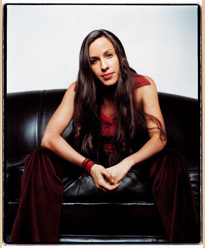 Аланис Мориссетт (Alanis Morissette) в фотосессии Джона Ранкина (John Rankin) для альбома Under Rug Swept (2002), фотография 1