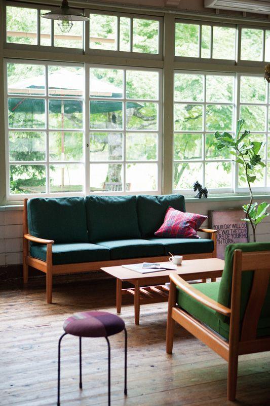 グリーンを基調に、カフェ風リビングのコーディネート ココチエ(kokochie)