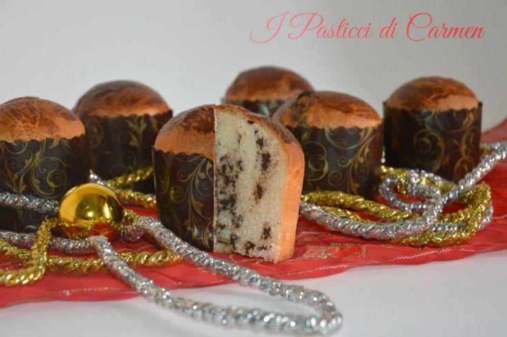 Mini panettoni con gocce di cioccolato