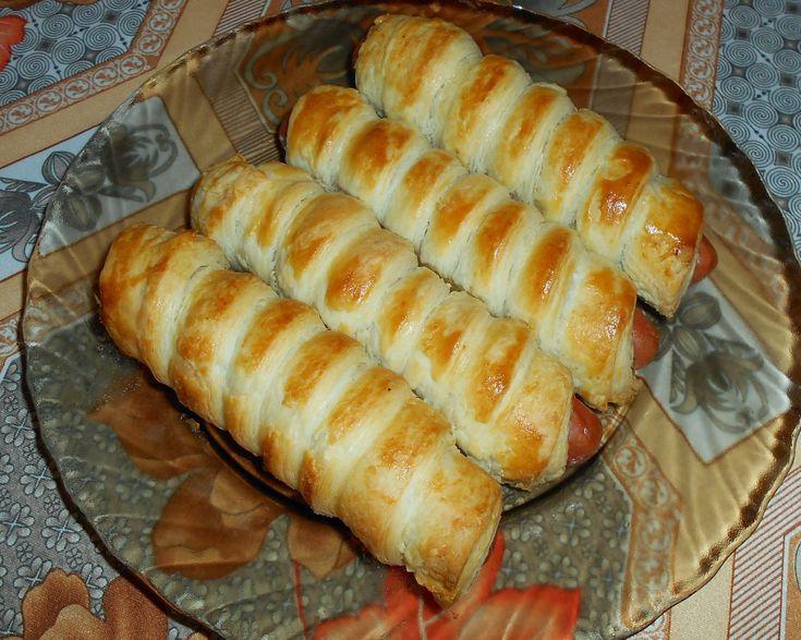 Egyszerű és gyorsan elkészíthető finomság. Vendégvárónak is kiváló ez a leveles tésztában sült virsli. Hozzávalók: 3 csomag füstli ( 12 db) 1 csomag fagyasztott leveles[...]