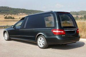 Vehicule funeraire SOLARIS Mercedes Benz VF212. Le corbillard limousine le plus lumineux, écran LCD et son pour les cérémonies en live. bergadana.com France AUTOFUNER autofuner.com