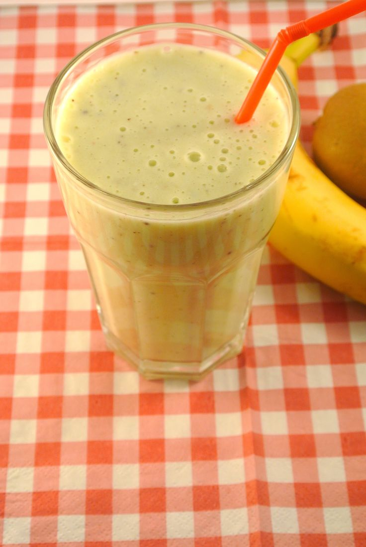 Kiwi Banana Smoothie - 1 kiwi, one banana, 1tsp Honey, 150 ml yogurt, and ice. Yummy! (I also added some almond milk!)