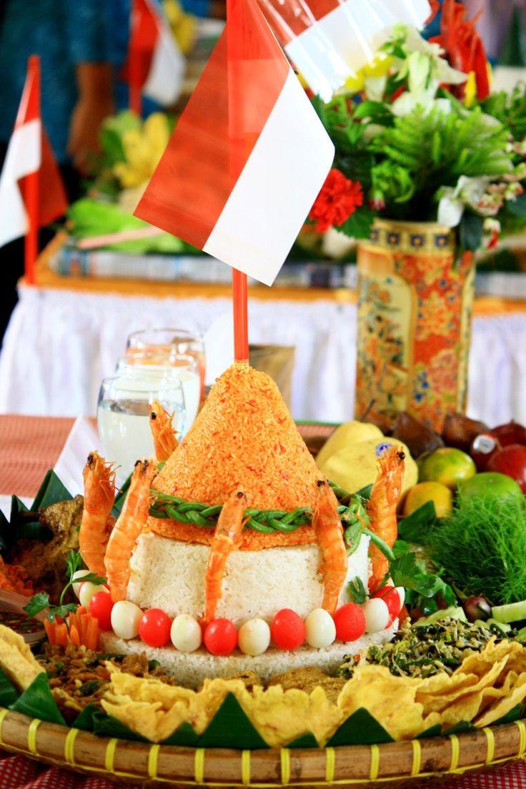 Nasi Tumpeng (Indonesian Food)