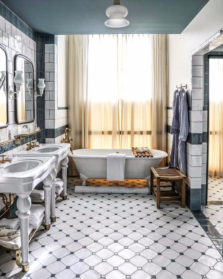 The Most Instagrammable Bathrooms in the World | www.bocadolobo.com #homedecorideas #homedecor #hotelbathroom #bathrooms #instagram #instagramable #decorations #photogenic #interiordesign @homedecorideas hotel bathrooms The Most Instagrammable Hotel Bathrooms in the World The Most Instagrammable Hotel Bathrooms in the World 10