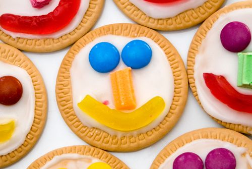 Quick and easy face biscuits for my big boy's birthday treat at preschool