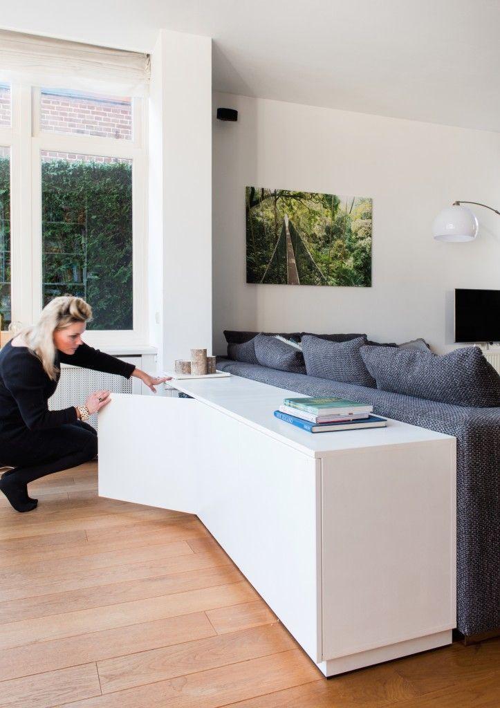 Dressoir kast achter je bank met veel opbergruimte! Met Mijke Interior Styling & Met Jan realisatie www.metmijke.nl | www.metjan.nl Fotografie Monique Aaldijk