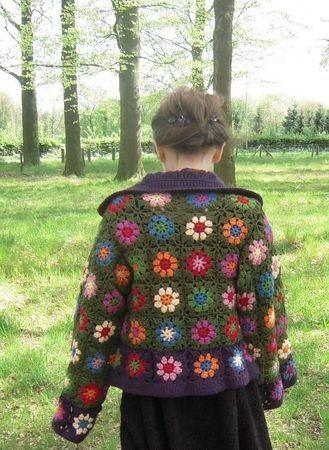 http://almachita.canalblog.com/archives/2012/07/11/24681661.html?t=1341996158226#c50678031    Alma Chita made a nice diagram for this vest.  Alma Chita nous a dessiné le diagramme de sa veste et shéma.  merci Alma !